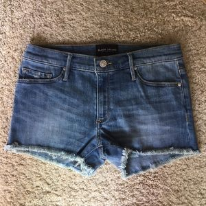 Black Orchid Denim HUNTER FRAY SHORT - LIE TO ME